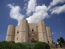 Number 8, lõpmatus ja Castel del Monte