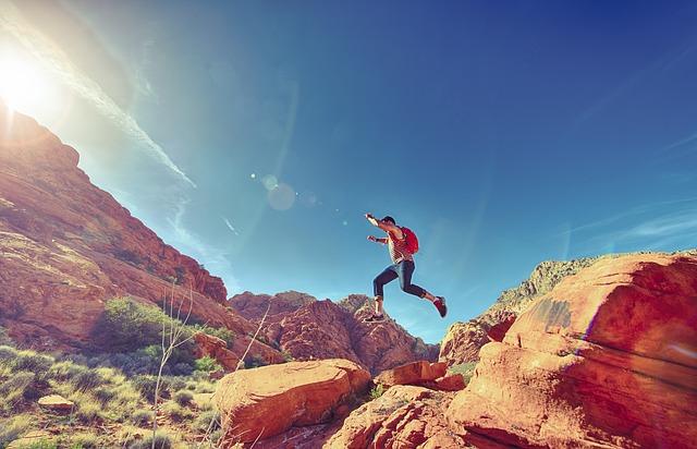 inimene hüppab
