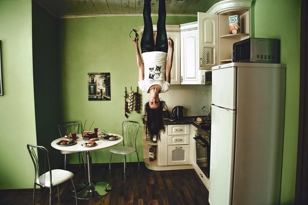 naine köögis. Foto: Pexels