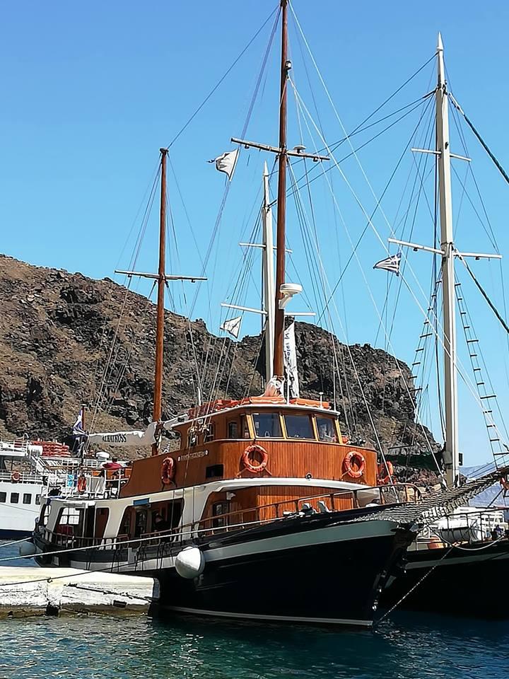 Santorini saar