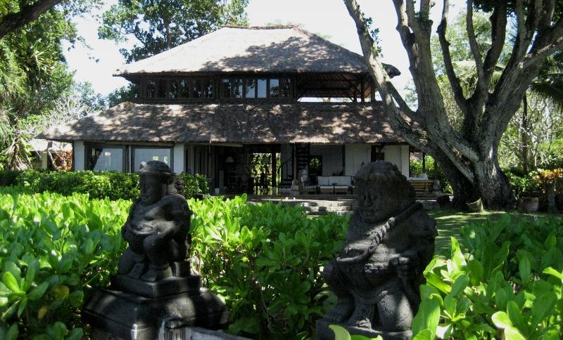 kujud ja maja Bali saarel