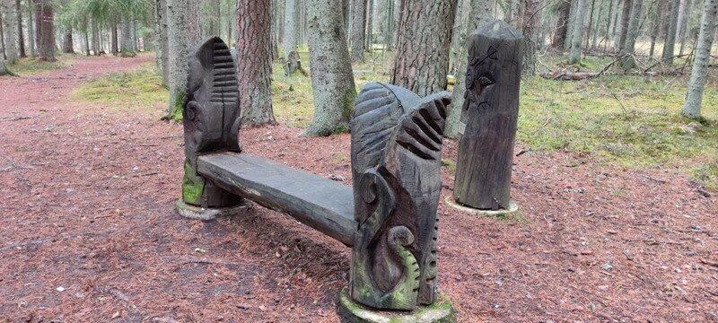 Elva matkaraja puuskulptuur
